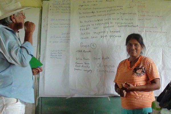 Mujer indígena participate de la Escuela Itinerante de Formación Política EIFP - IEPALA - Tierraviva, , Paraguay. Fuente IEPALA