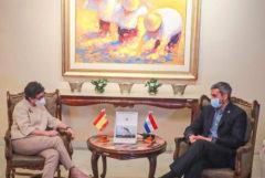 El presidente Abdo recibió el saludo de cortesía de la canciller de España